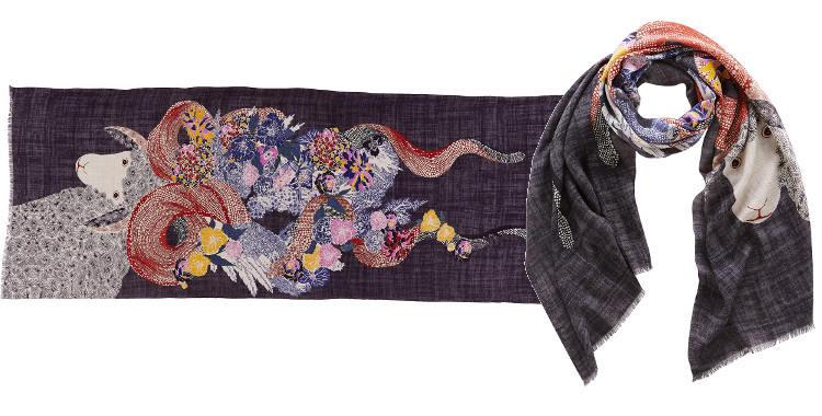 Foulards de la maison Inouitoosh, en étamine de laine extra-fine et soie, motif de l'agneau Angelo fond gris