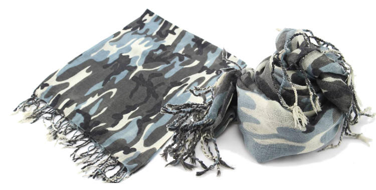 foulards en etamine de laine de Glen Prince, collection 2014, camouflage, coloris gris, dimensions 180cm x 70 cm.