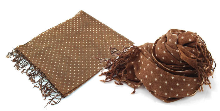 foulards en etamine de laine de Glen Prince, collection 2014, pois blancs sur fond marron, dimensions 180cm x 70 cm.