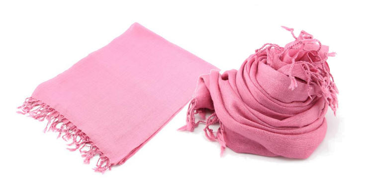 foulards en etamine de laine de Glen Prince, collection 2014, coloris rose uni, dimensions 180cm x 70 cm.