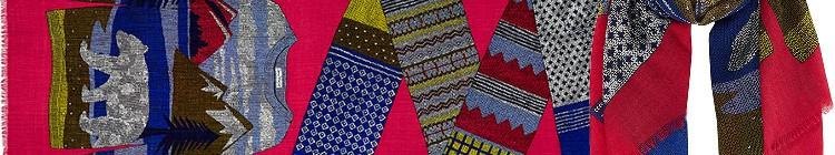 Foulard en étamine de laine extrafine, le pullover et l'écharpe, collection Inouitoosh 2015, dimensions 70 x 190 cm, coloris rose fushia.