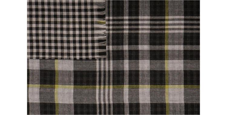 écharpes de la maison Glen Prince, collection 2015, en laine mérinos, motifs tweed et damiers, en coloris noir.