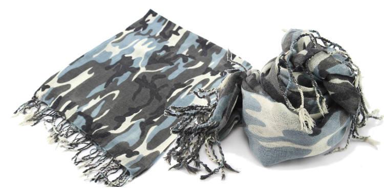 Foulards Glen Prince, colllection 2015, en étamine de laine, motifs camouflage, coloris gris, 180 cm x 70 cm.