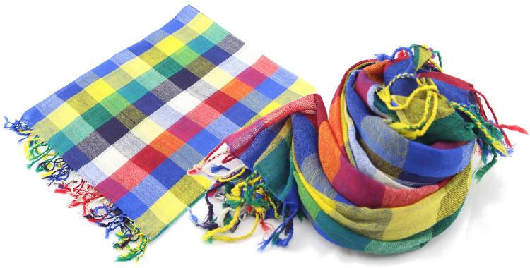 Foulards en étamine de laine, motifs à carreaux, coloris multicolore, dimensions 180 cm x 70 cm.