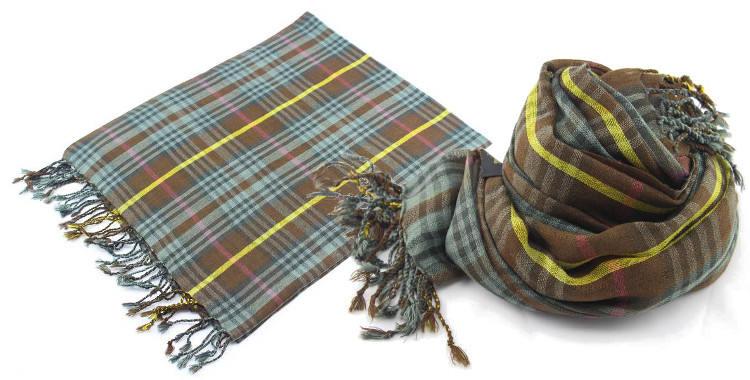 Foulards en étamine de laine, motifs à carreaux écossais, coloris kaki, dimensions 180 cm x 70 cm.