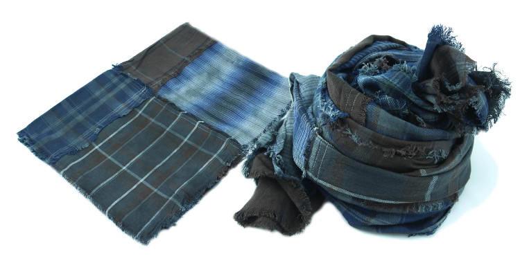 Foulards en coton, motifs à carreaux écossais vintage façon patchwork, coloris bleu, dimensions 180 cm x 70 cm.