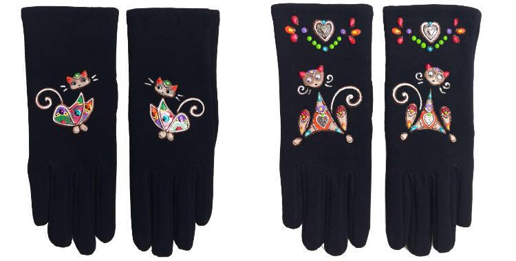 Gants taille unique en tissu noir de la maison Quand les poules auront des gants, collection 2015, décorés de chats muticolores.