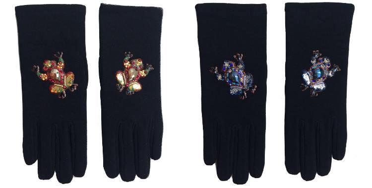 Gants taille unique en tissu noir de la maison Quand les poules auront des gants, collection 2015, décorés de grenouilles rouges ou bleues.