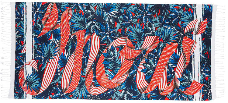 Foutas en coton Inouitoosh, collection 2016, un ruban à pois et rayures blancs et rouge écrivant le mot Inoui sur des feuilles bleues..