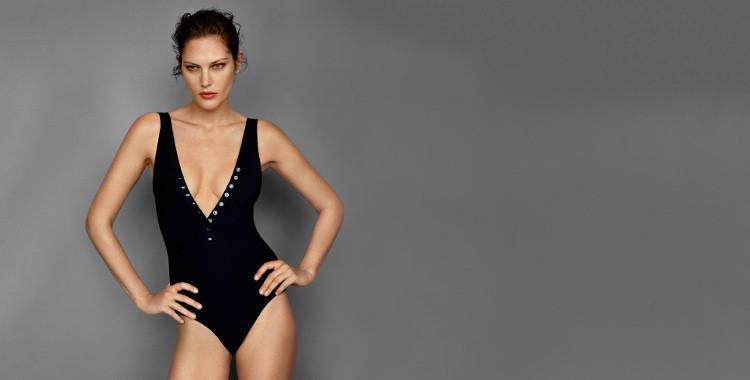 Maillot de bain une pièce de la collection Eres 2016, modèle Delicious, grand décolleté poitrine, bretelles sur l'épaule, en coloris noir.