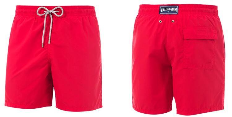 Maillot de bain de luxe pour homme, poches sur les côtés, poche arrière avec rabat, slip intérieur en coton, cordon embout métal, coloris rouge.