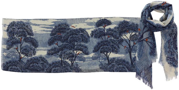 Foulards en étamine de laine et soie, Inouitoosh collection 2016, les écureuils sautant dans les arbres, dimensions 190 cm x 70 cm, coloris bleu.