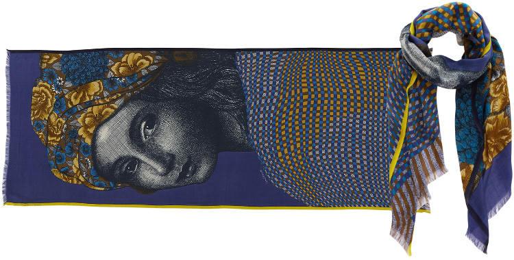 Foulard Inouitoosh 2016, en cachemire, soie, laine et coton, portrait d'une jeune fille au turban, en coloris, jaune et bleu.