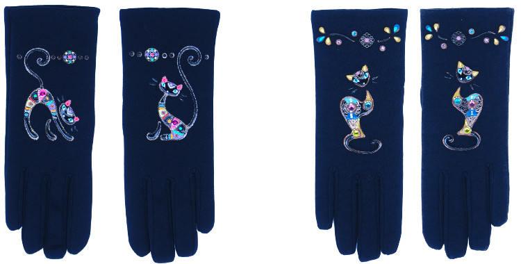 Les gants fantaisie de la marque Quand les poules auront des gants sont peints à la main et au pochoir, modèles les chats noirs en coloris rose ou jaune.
