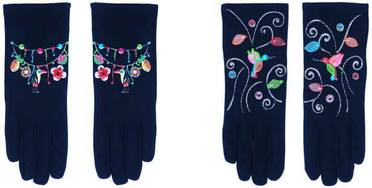 Les gants fantaisie de la marque Quand les poules auront des gants sont peints à la main et au pochoir, modèles le toucan et les colibris.