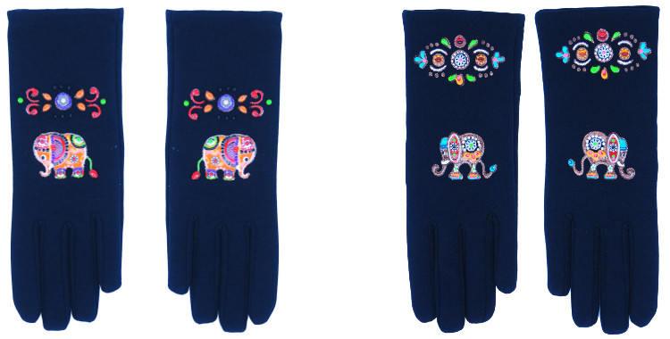 Les gants fantaisie de la marque Quand les poules auront des gants sont peints à la main et au pochoir, modèles les éléphants orange ou les éléphants multicolores.