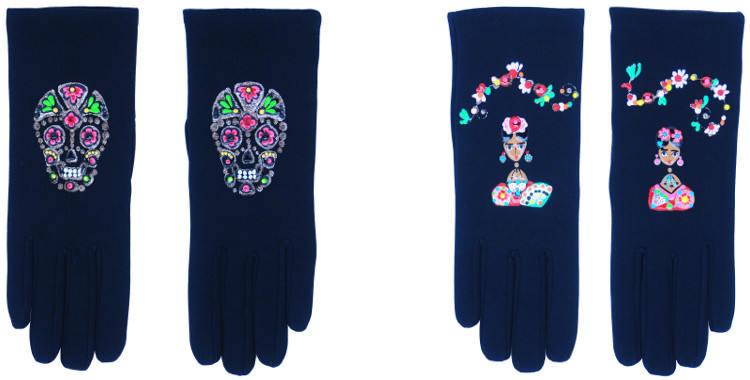 Les gants fantaisie de la marque Quand les poules auront des gants sont peints à la main et au pochoir, modèles les têtes de morts et Frida Kahlo.