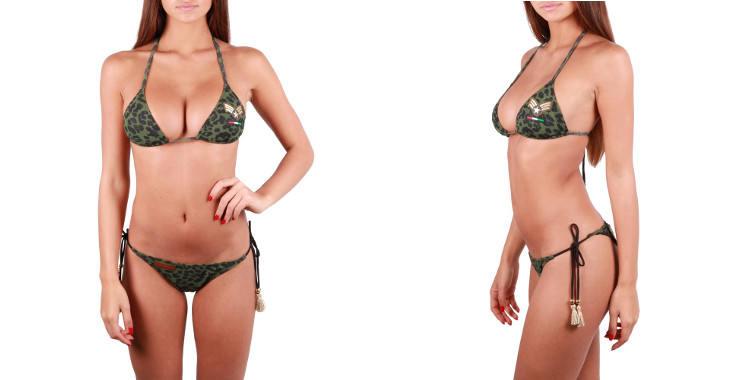 Bikini de la marque Pin Up Stars, imprimé treillis camouflage, soutien gorge triangle paddé avec mousses amovibles, culotte échancrée avec liens noués sur les côtés.