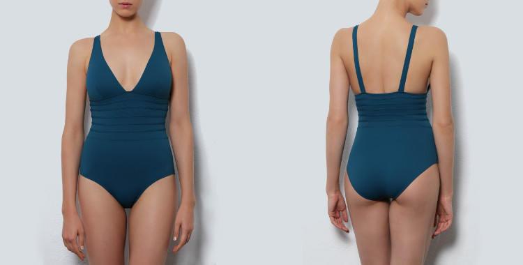 Maillot de bain une pièce Dnud 2017, modèle Hobby, décolletté V, maintien poitrine, coutures graphiques et gainantes au niveau du ventre, bretelles sur les épaules, coloris bleu prusse.
