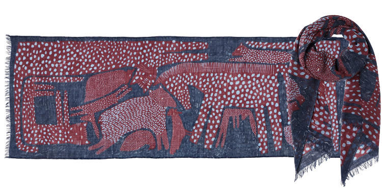 Foulard en étamine de laine exra-fine, collection Inouitoosh 2017, motif imprimé Les Animaux arborigènes, coloris prune, dimension 70 x 190 cm.