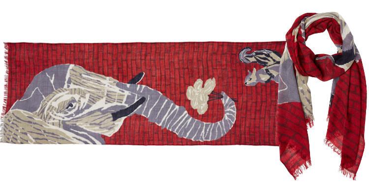 Foulard en étamine de laine exra-fine, collection Inouitoosh 2017, motif imprimé L'Eléphant et l'écureuil, coloris rouge, dimension 70 x 190 cm.