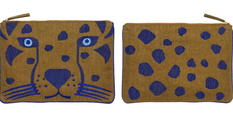 Pochette en coton, brodée, fermeture zip, collection Inouitoosh 2017, motif Le Léopard.