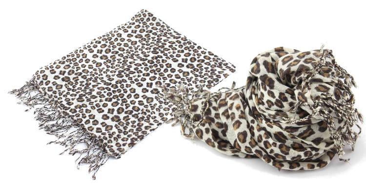 Foulards imprimés, à porter en étole ou en écharpe, en étamine de laine 100%, Glen Prince hiver 2017, motifs tacheté panthère, dimensions : 180 x 70 cm, coloris marron.