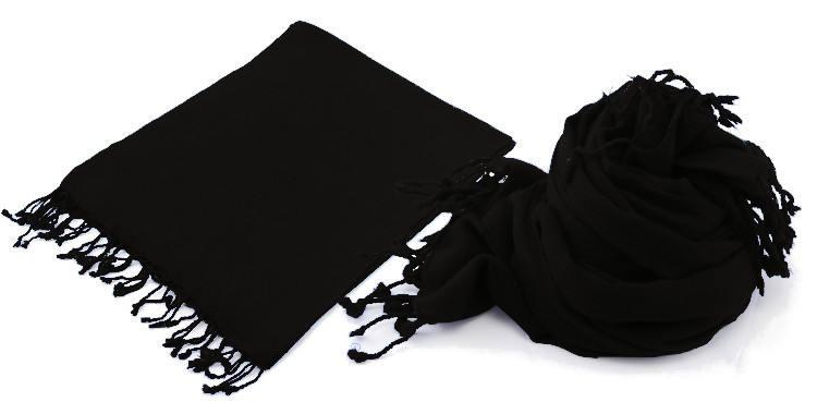 Foulard uni, Glen Prince, collection 2017, en étamine 100 % laine, dimensions : 70 x 180 cm, coloris noir, à porter en étole ou en écharpes.