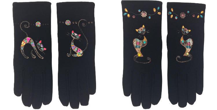 Les gants fantaisie, les chats noirs, de la maison Quand les poules auront des gants, sont peints à la main et taille unique