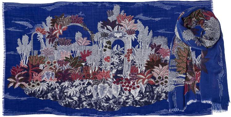 foulard écharpe étole en laine des ruines dans une végétation luxuriante