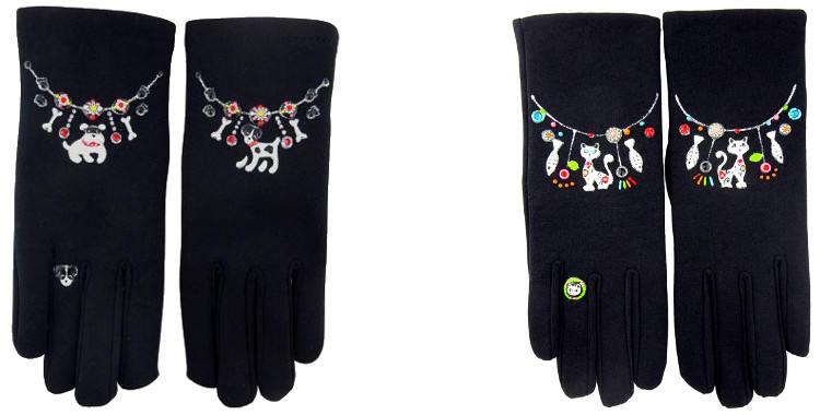 Chiens et chats décorent ces gants peints à la main en France
