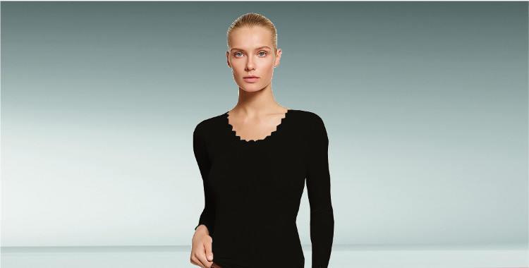 Haut transparent, en plissé côtelé à porter en dessous en soie, décolleté orné de dentelle fine