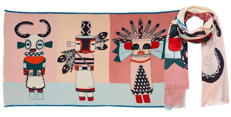 Ce foulard imprimé en modal et coton, représente de poupées indiennes qui sont des esprits farceurs, en coloris turquoise et corail