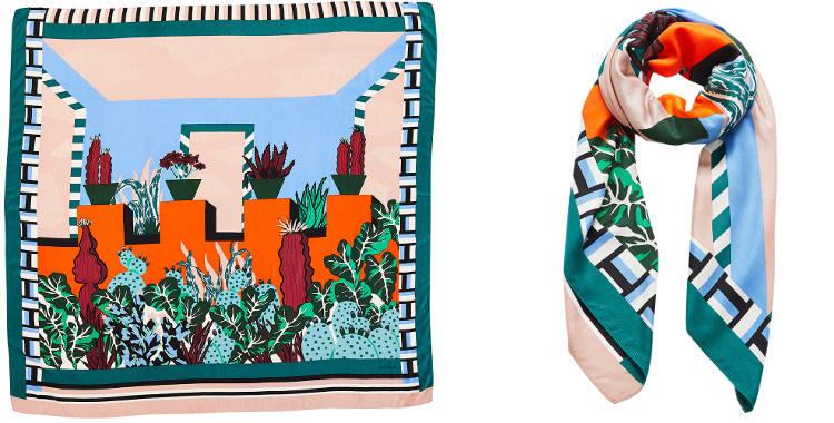 Ce carré de soie et modal, représente une maison de style latino avec des cactus.