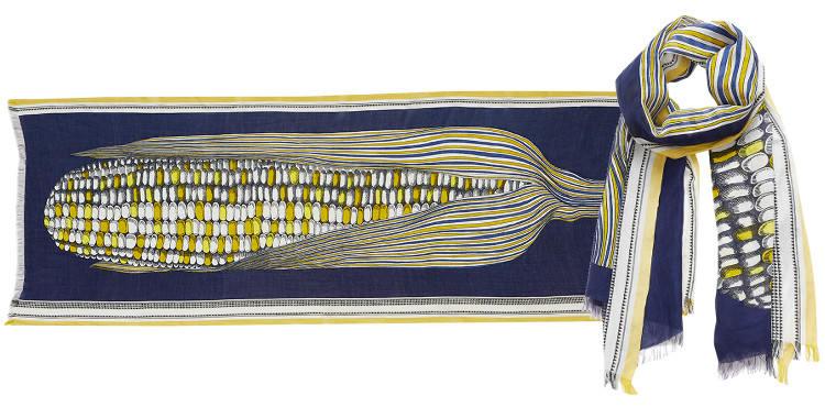 Ce foulard représente un épi de maïs, sur fond bleu marine, en tissage mat et bordure tissée, bleu.