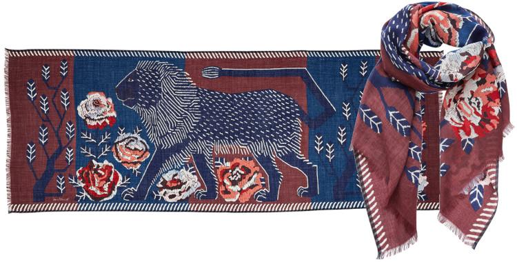 foulard imprimé, en laine, Inouitoosh hiver 2020, un lion dans un jardin fleuri, bordeaux.