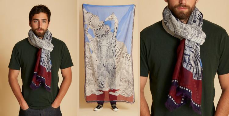 Ce foulard en coton, InouiEditions été 2021, représente les animaux sauvages réunis avant de monter dans l'Arche, en bleu et rouge.