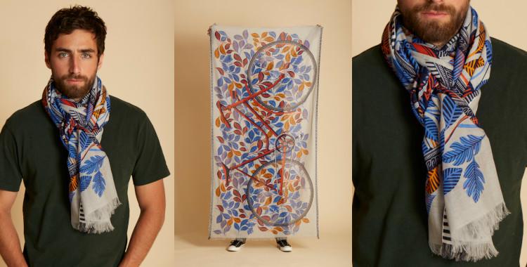 Le vélo est le thème de ce foulard, naturel, d'InouiEditions, été 2021, en hommage à Mr Hulot, personnage célèbre du cinéaste Jacques Tati