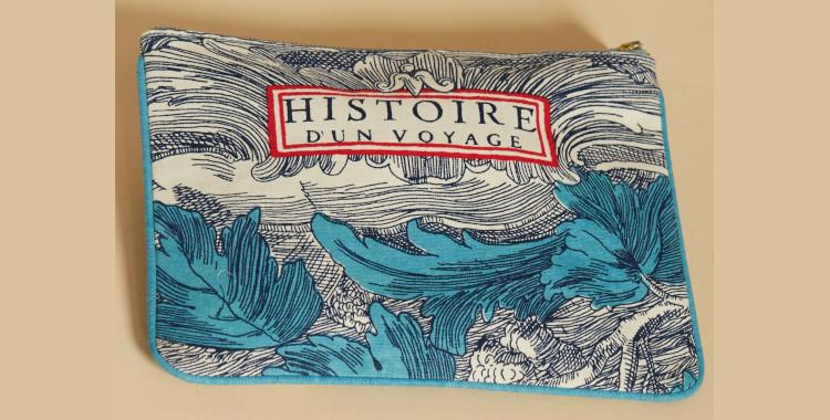Pochette en coton, Inoui éditions été 2021, histoire d'un voyage, verso, en bleu.