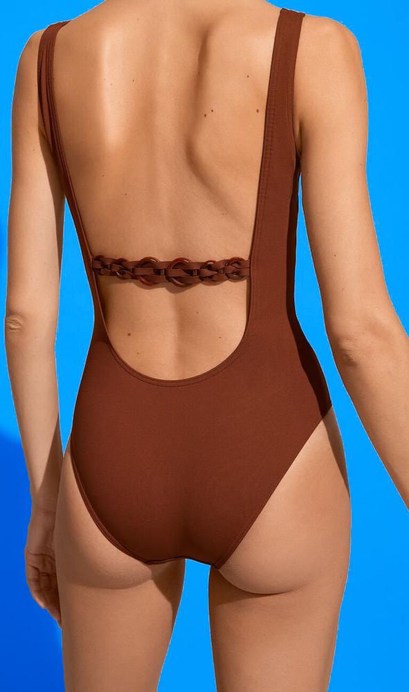 1 pièce ERES TOUAREG dans le nouveau marron MEDINA qui relève le hâle des peaux bronzées . ÉTÉ 2021